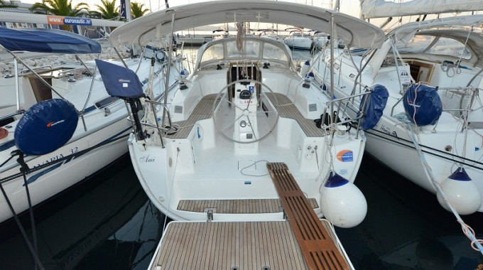 Bavaria Cruiser 33 / Ami  (outboard engine + wifi + towels - free of charge) (2013)
